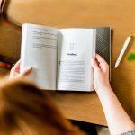 本を読むのが苦手な人が、読書をするきっかけになるのは?