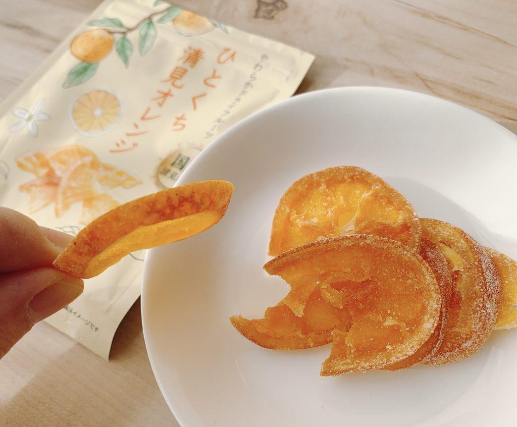 ひとくち清見オレンジの皮は香りが強く厚みもあって歯ごたえ十分