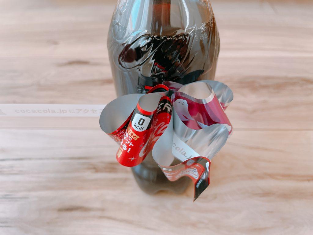 コーラのリボンボトルをはがして、テープをひっぱる5
