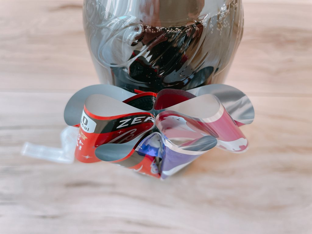 コーラのリボンボトルをはがして、テープをひっぱる7