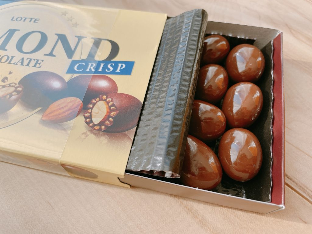 アーモンドチョコレートクリスプの中身