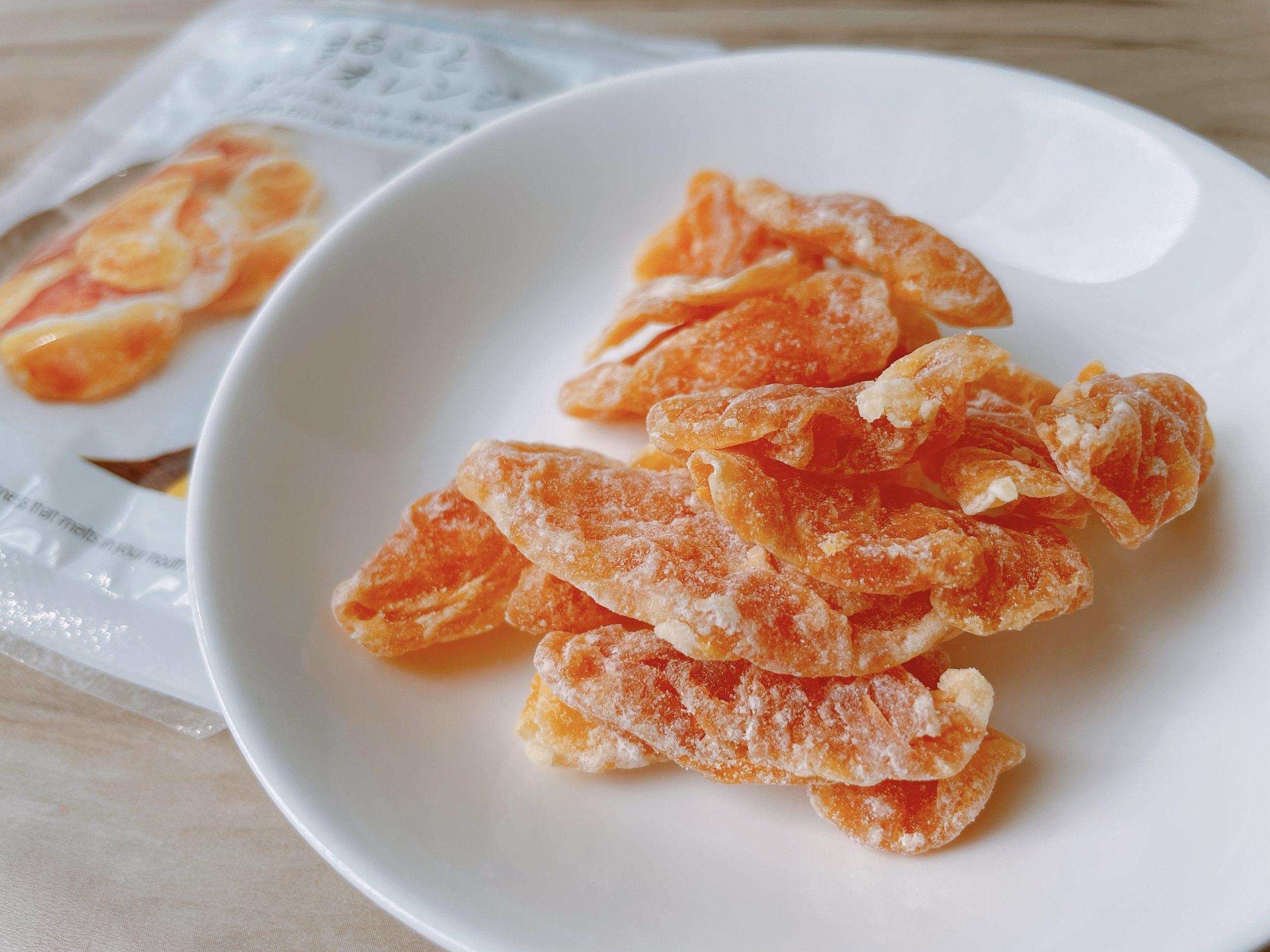 まるごとドライオレンジは、ずっと噛んでいたいと思わせる芳醇な甘さがある