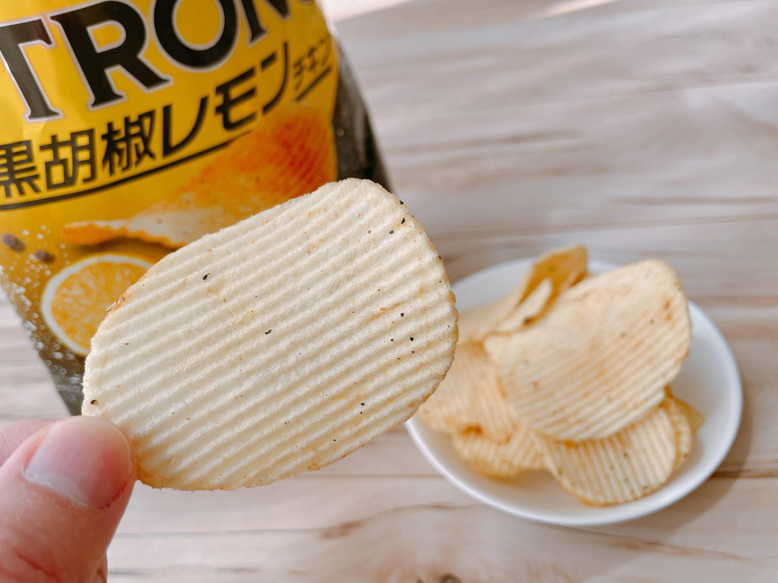 ストロング黒胡椒レモンチキンは、レモンの香りが一気に鼻に抜ける