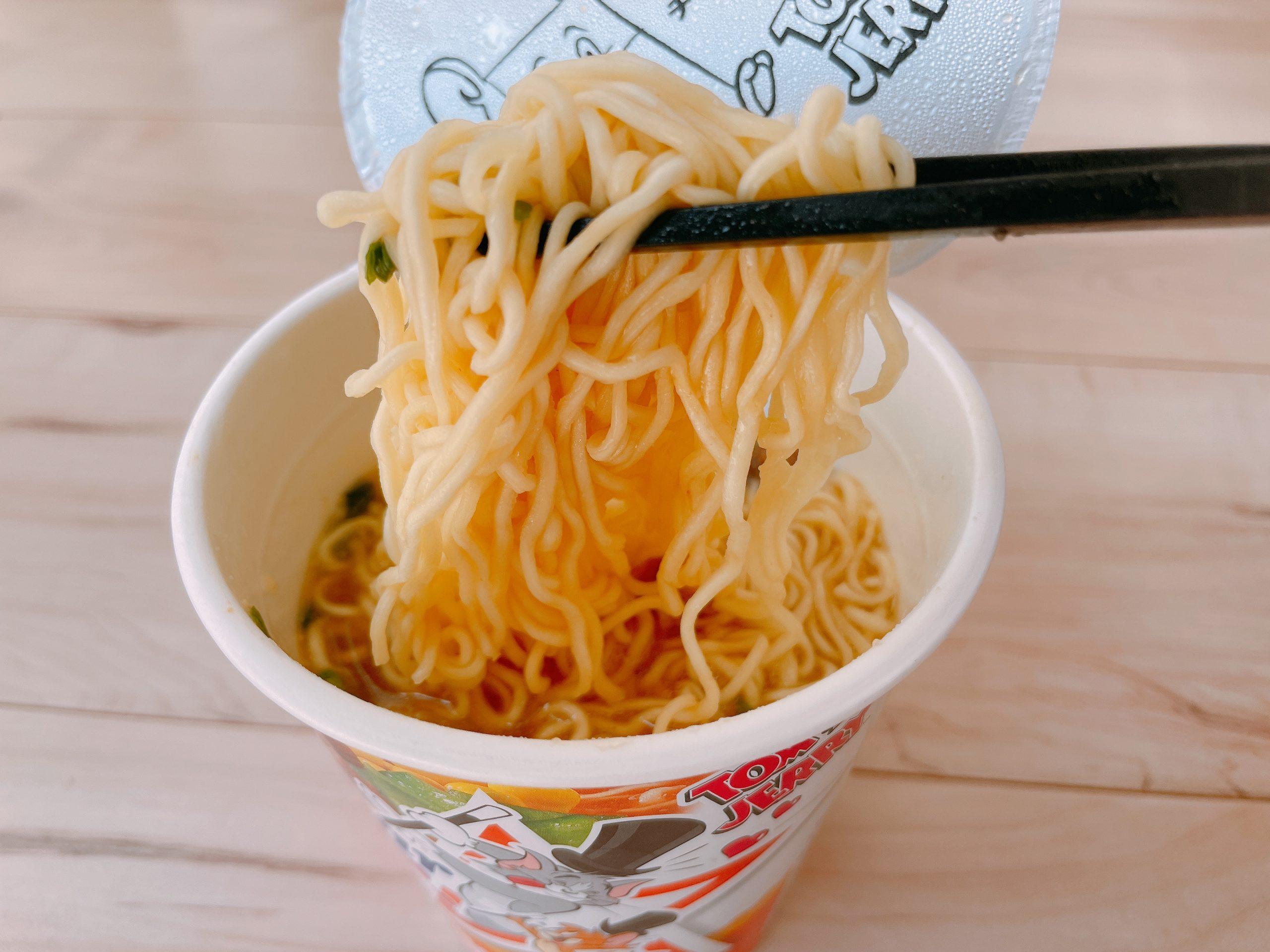 サッポロ一番カップスター味噌は、スープの味噌が格別