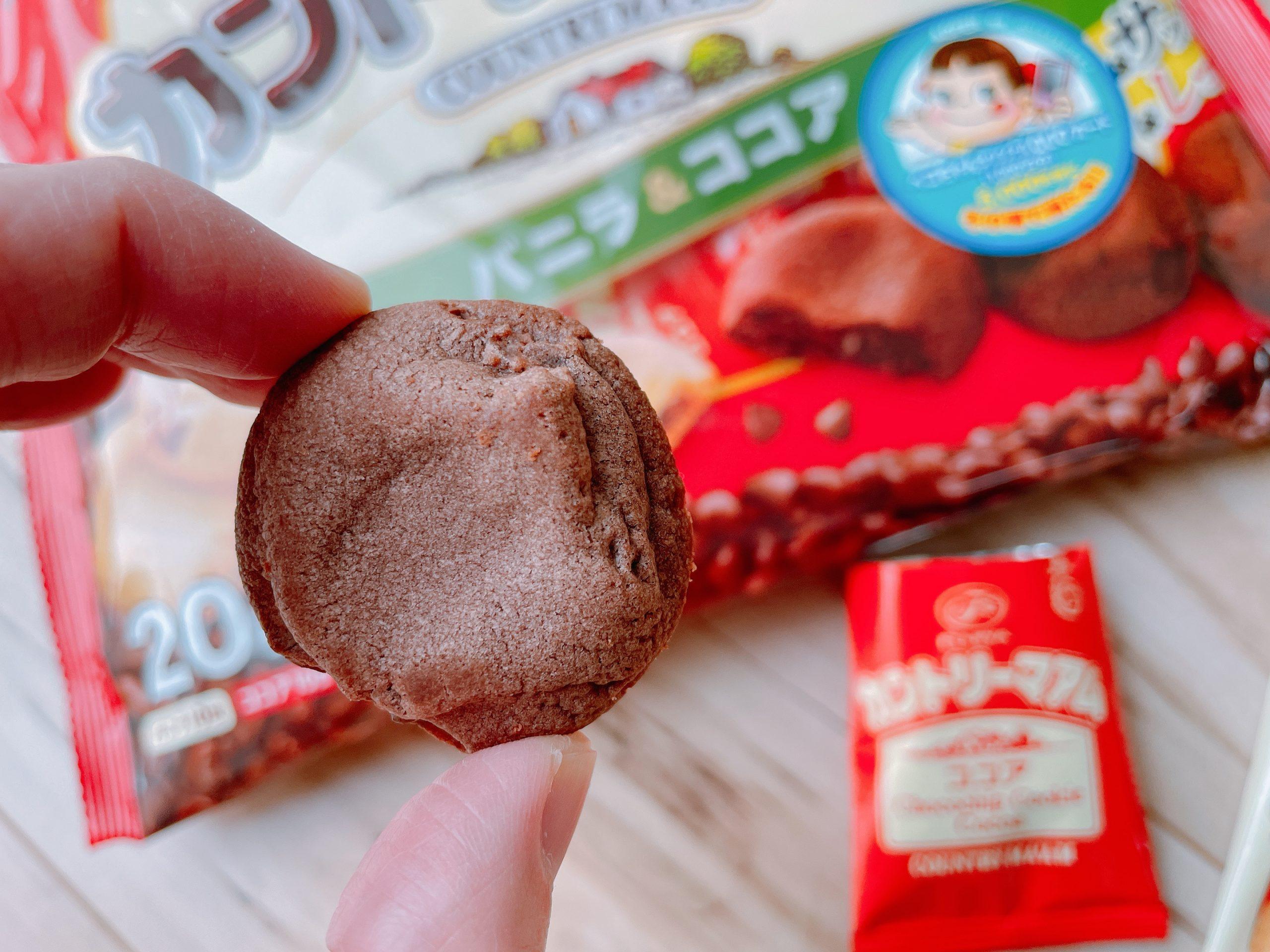 カントリーマアム(バニラ&ココア)ココアは味がハッキリとしている