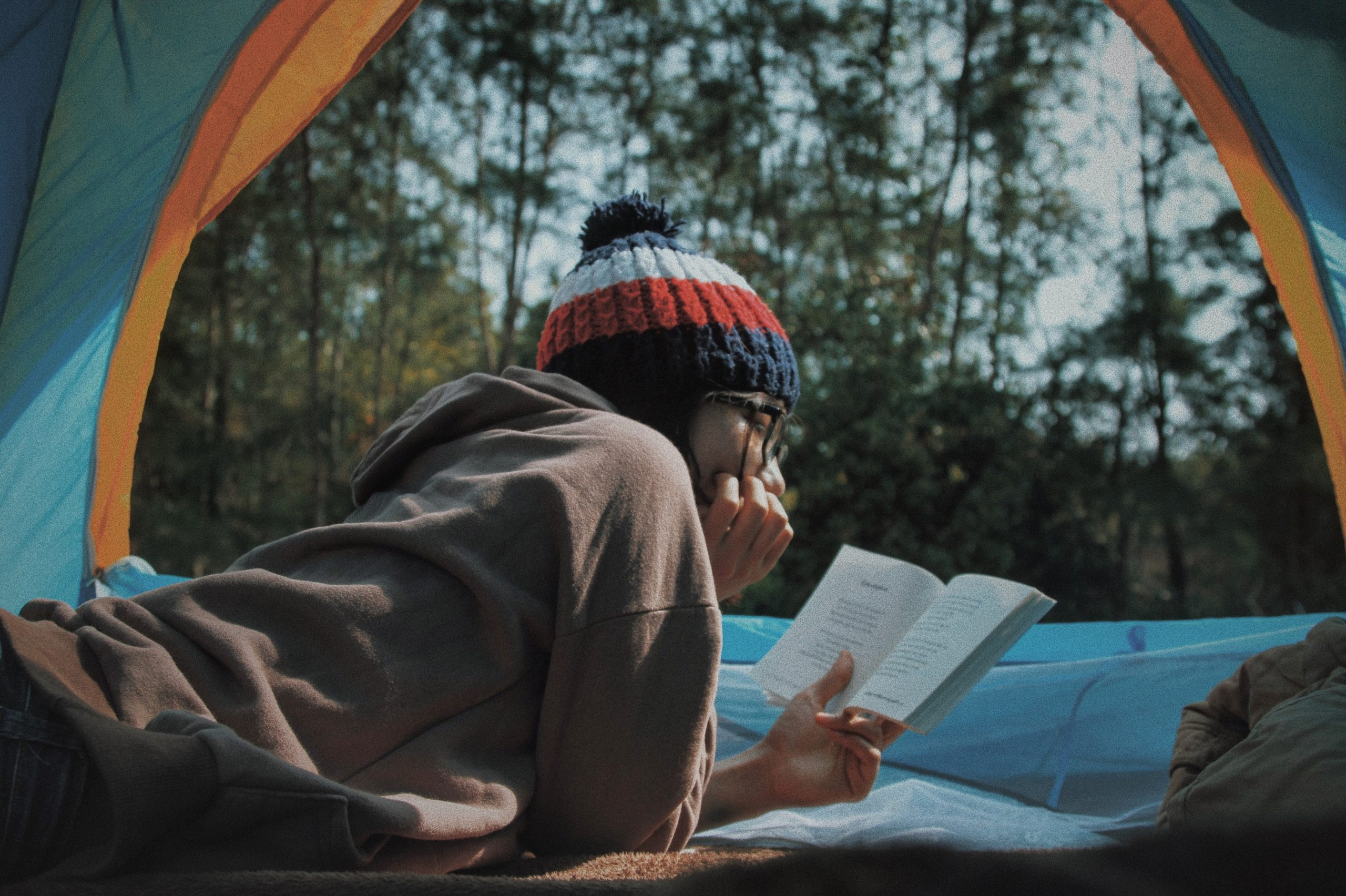 いつも家で読書をしている人にグッとくるアニメ、ゆるキャン△