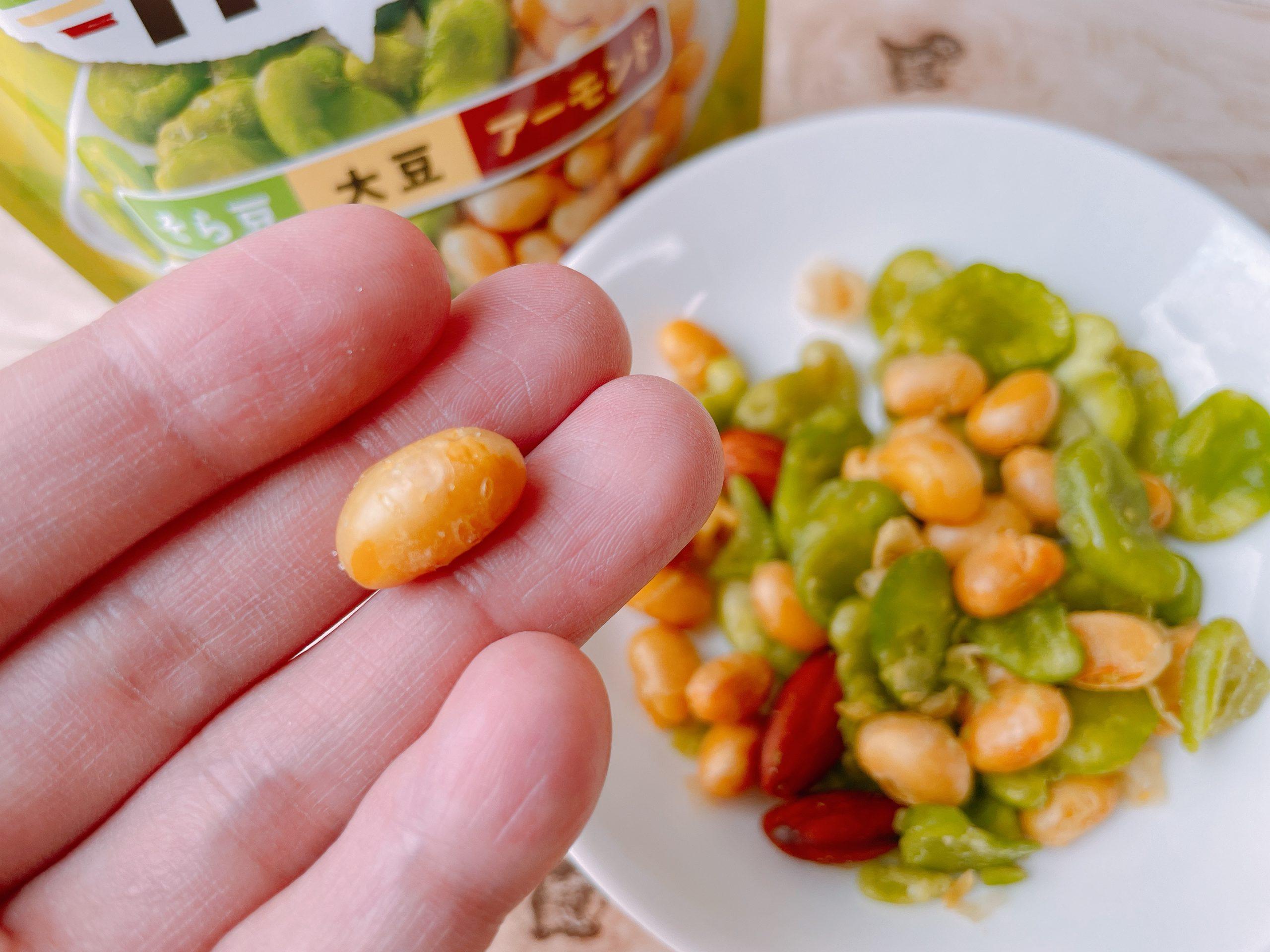 カルビーのミーノミックス<そら豆・大豆・アーモンド>の大豆