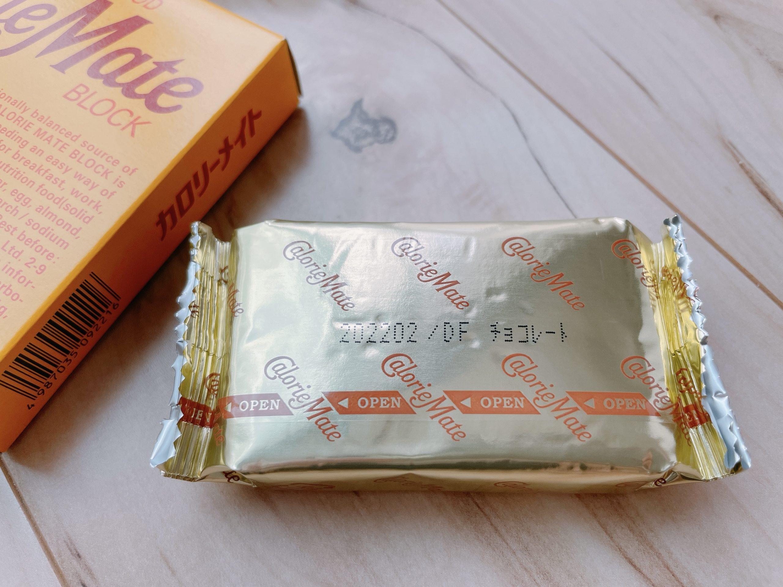 カロリーメイト ブロック チョコレート味の1袋には、2本のブロックが入っている