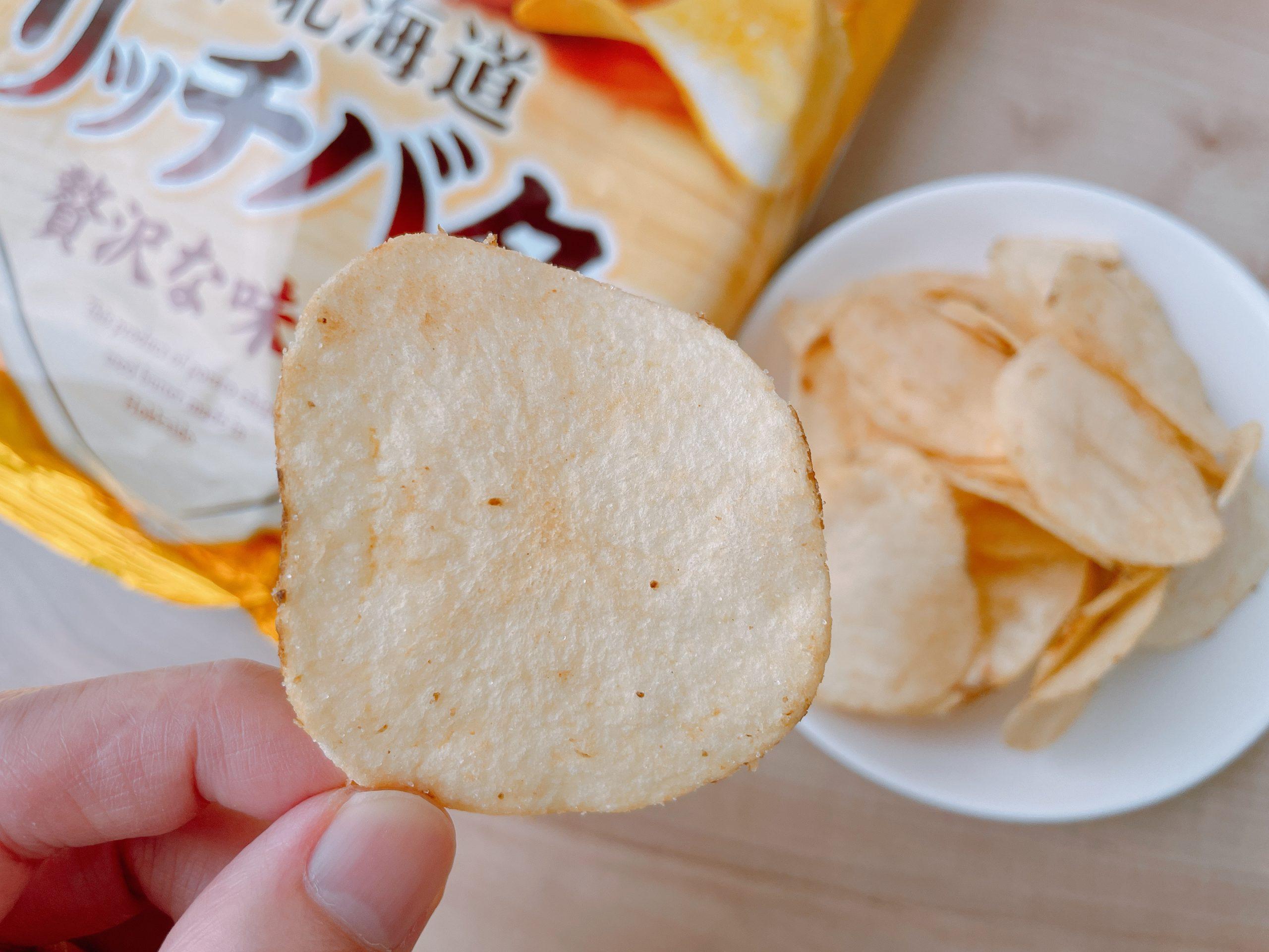 ポテトチップス<北海道リッチバター味>クリーミーな感じでも辛みも少しある